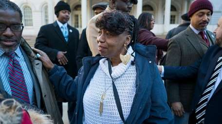Gwen Carr, center, mother of Eric Garner, who
