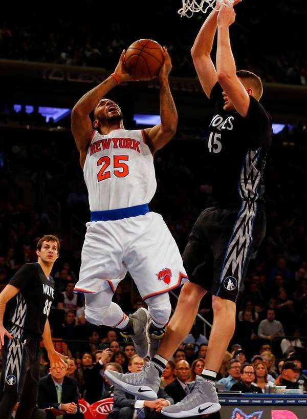 Derrick Rose, who totaled 24 points, attempts a