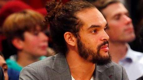 Joakim Noah #13 and Courtney Lee #5 of