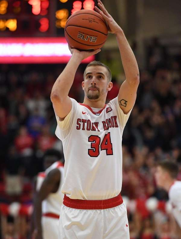 Stony Brook guard Lucas Woodhouse sinks a free
