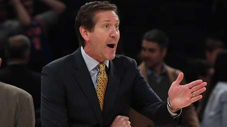 New York Knicks coach Jeff Hornacek reacts against