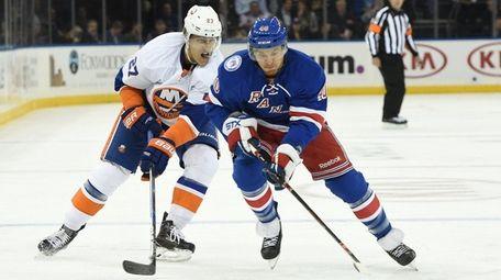 New York Rangers right wing Michael Grabner skates