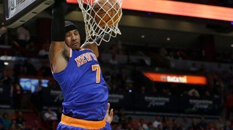 New York Knicks forward Carmelo Anthony (7) dunks