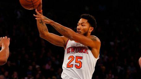 Derrick Rose of the New York Knicks passes
