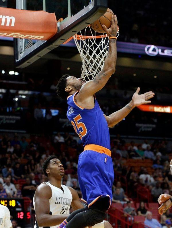 New York Knicks guard Derrick Rose shoots over