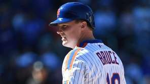 Mets' Jay Bruce looks on from first base
