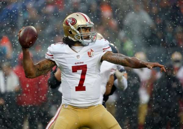 San Francisco 49ers quarterback Colin Kaepernick (7) throws