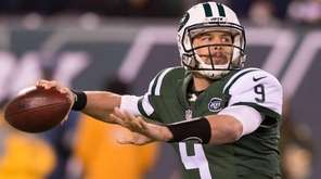 New York Jets quarterback Bryce Petty throws during