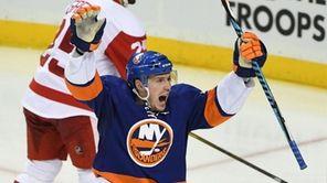 New York Islanders center Casey Cizikas reacts to