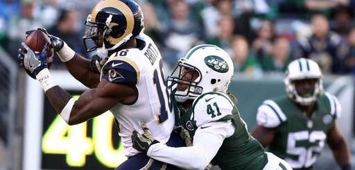 Kenny Britt of the Los Angeles Rams makes