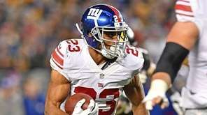Rashad Jennings of the Giants runs after a