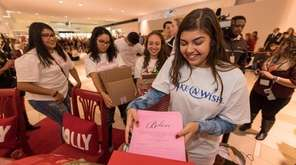 Melina Mazzie collected thousands of letters to Santa,