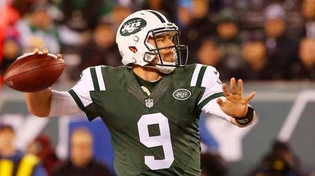 Bryce Petty of the New York Jets throws