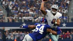 Dallas rookie quarterback Dak Prescott gets rid of