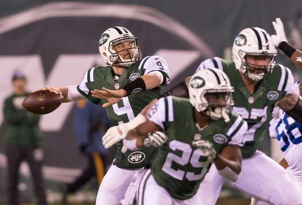 New York Jets quarterback Bryce Petty (9) throws