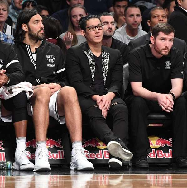 Brooklyn Nets guard Jeremy Lin, center, looks on