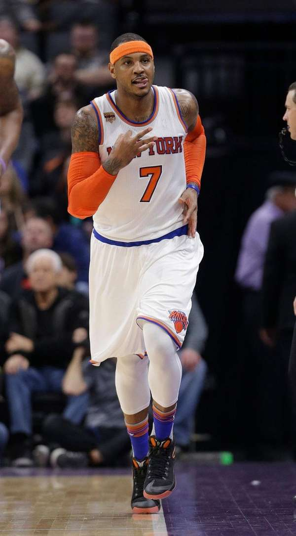New York Knicks forward Carmelo Anthony flashes three