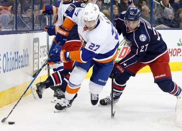 Late barrage helps Blue Jackets beat Islanders 6-2