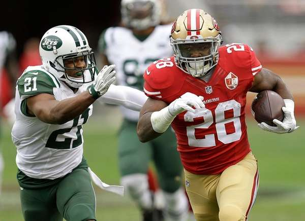 Jets safety Marcus Gilchrist chases San Francisco 49ers