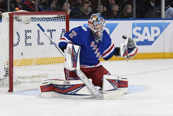 New York Rangers goalie Antti Raanta keeps his