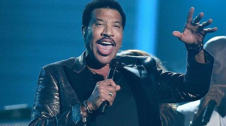 Lionel Richie will be joined by Mariah Carey