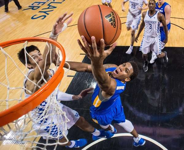 Justin Wright-Foreman of the Hofstra Pride drives to