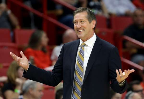 New York Knicks head coach Jeff Hornacek reacts
