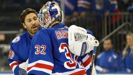 New York Rangers goalie Henrik Lundqvist, left, congratulates