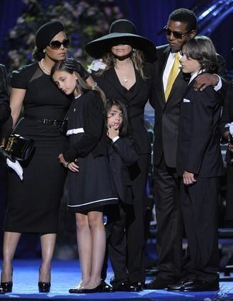 Singer Janet Jackson, left, Paris Jackson, La Toya