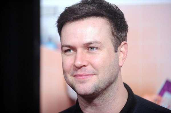 Taran Killam will portray King George in