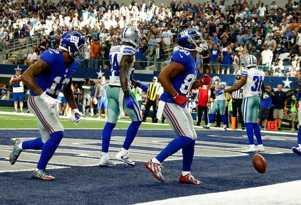Giants wide receiver Victor Cruz does his salsa