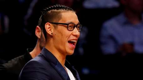 Injured Jeremy Lin #7 of the Brooklyn Nets