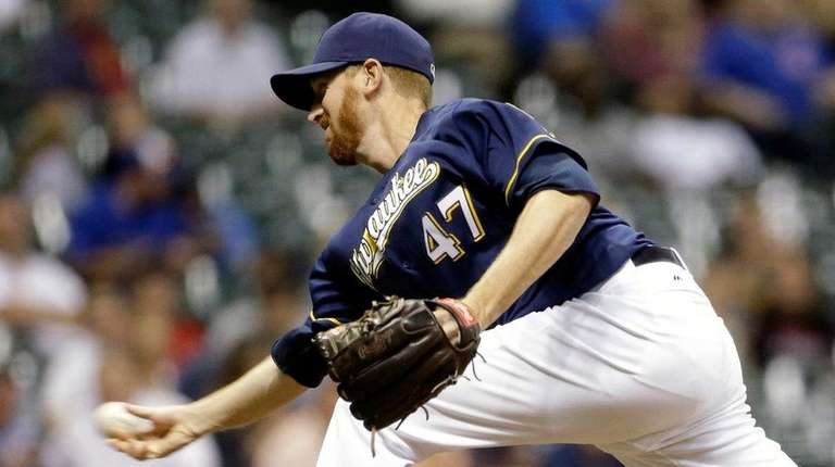 Milwaukee Brewers pitcher Ben Rowen delivers to the