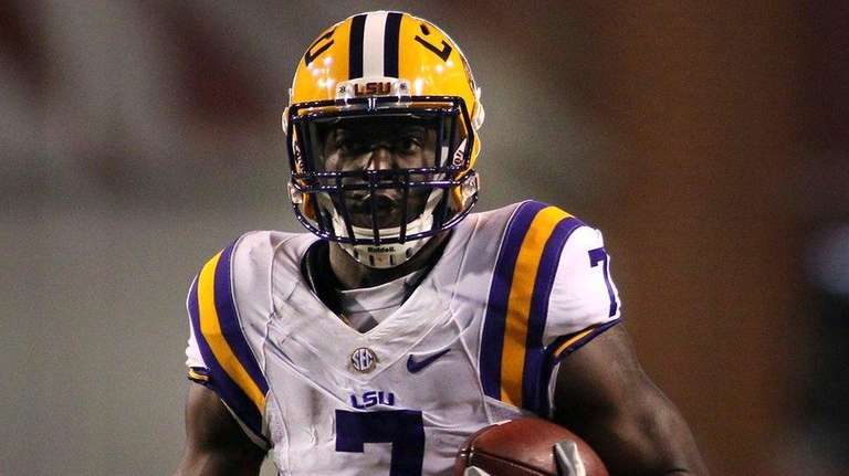 LSU's Leonard Fournette (7) rushes down the field