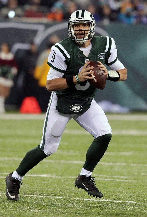 New York Jets quarterback Bryce Petty (9) rolls