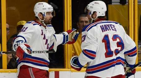 New York Rangers right wing Rick Nash (61),
