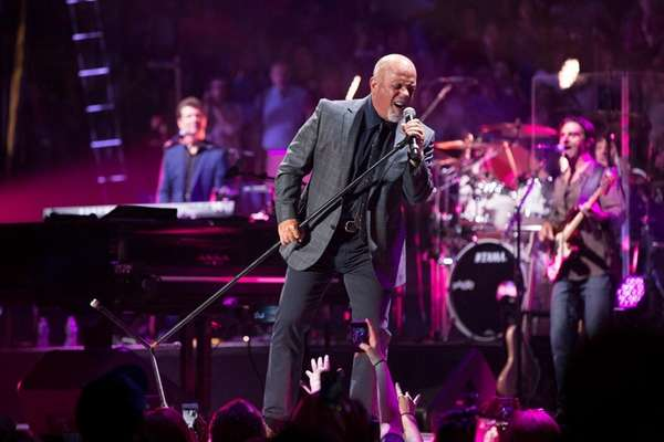 Billy Joel In Holiday Spirit At Last Madison Square Garden Show Of 2016 Newsday