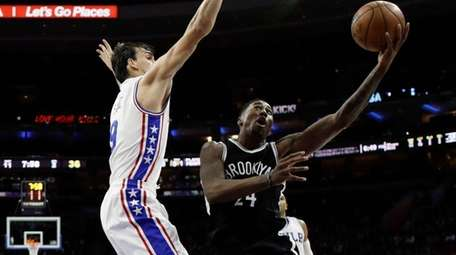 Brooklyn Nets' Rondae Hollis-Jefferson, right, goes up for