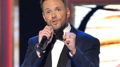 Joel McHale will host the People's Choice Awards