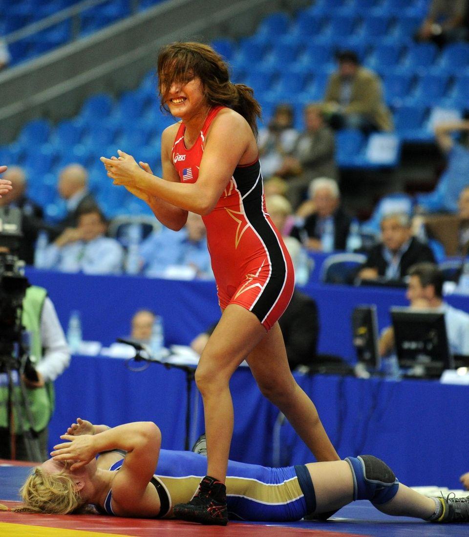 Season 23, women's strawweight: A bronze medalist in