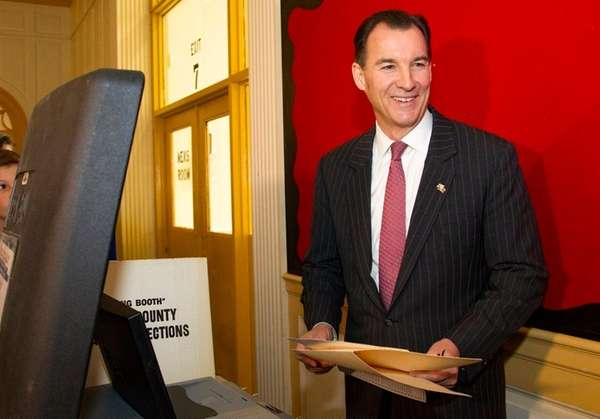 Tom Suozzi casts his ballot on Tuesday, Nov.