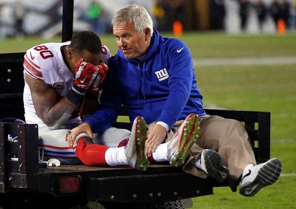 New York Giants wide receiver Victor Cruz, left,