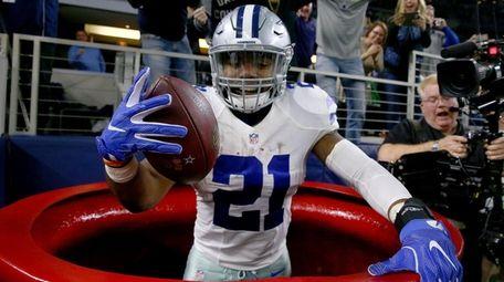Ezekiel Elliott of the Dallas Cowboys celebrates after