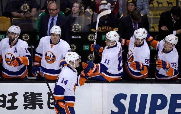 New York Islanders defenseman Thomas Hickey (14) is