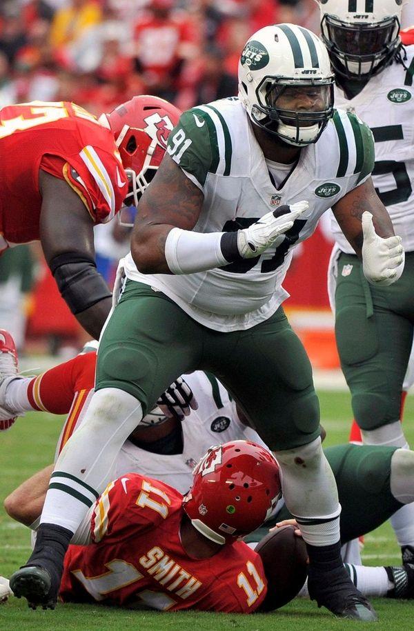 New York Jets defensive end Sheldon Richardson celebrates