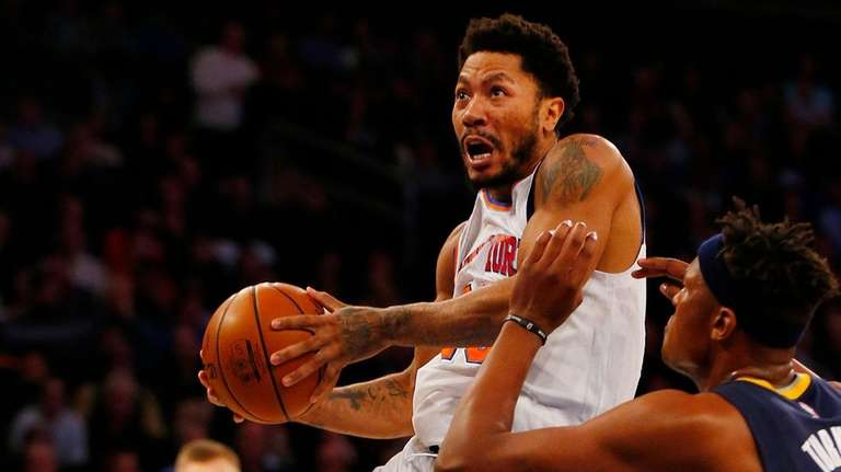 Derrick Rose of the New York Knicks goes