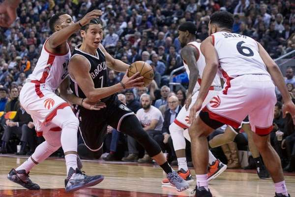 Nets guard Jeremy Lin, center, drives between Toronto