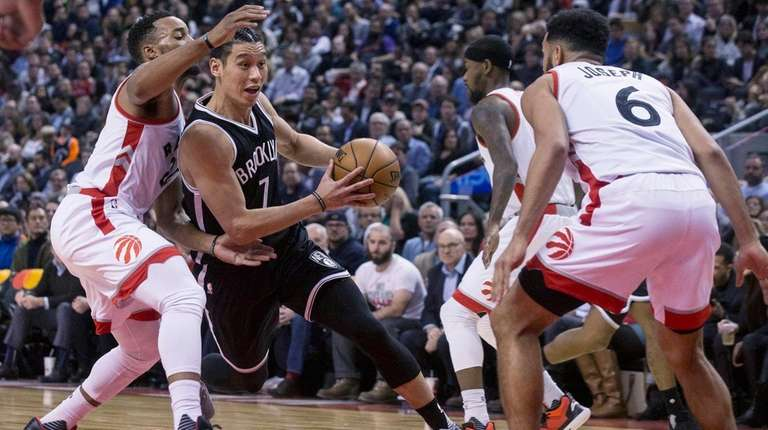 Nets guard Jeremy Lin, center, drives between Toronto