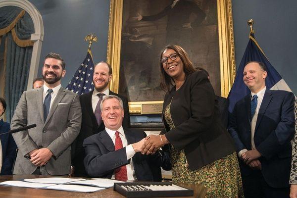 Mayor Bill de Blasio shakes hands with Tish