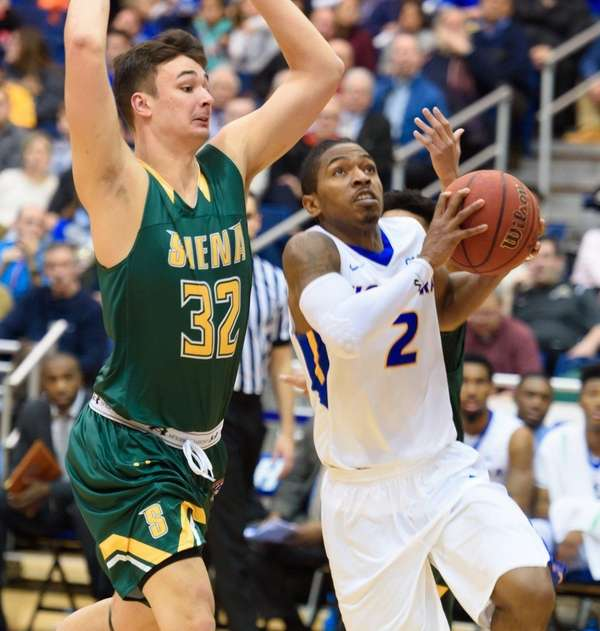 Hofstra guard Deron Powers (2) goes to the